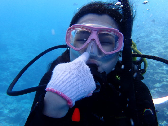PADI開放水域潛水員課程技巧動作面鏡排水