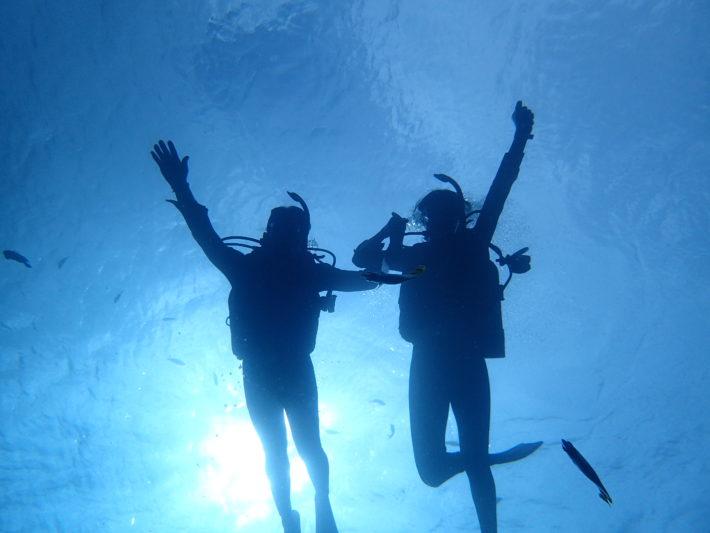 沖繩青洞潛水時耳壓平衡的技巧